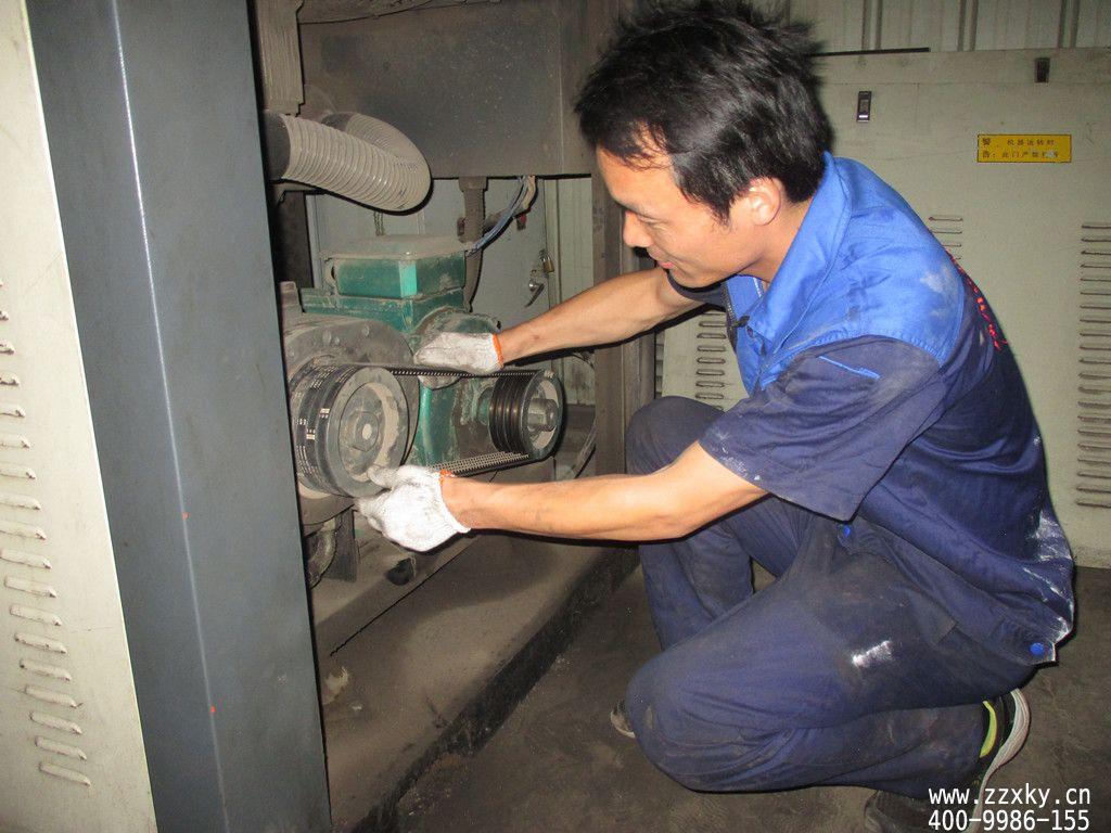 河南洛阳某机械厂调整空压机皮带现场图